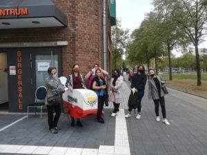 Eine Gruppe des DTVK e.V. hat sich gemeinsam auf den Weg von Seeberg nach Chorweiler gemacht um zur Direktwahl zu gehen.